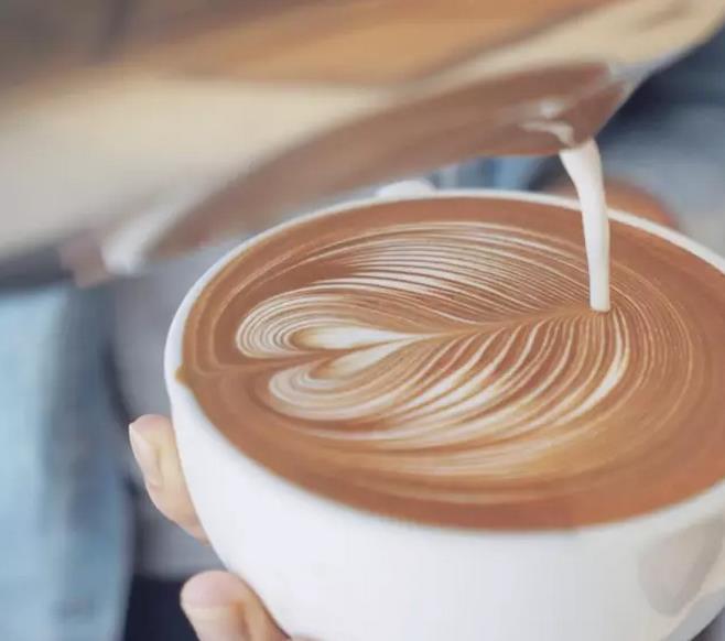 思考|咖啡到底该不该拉花?